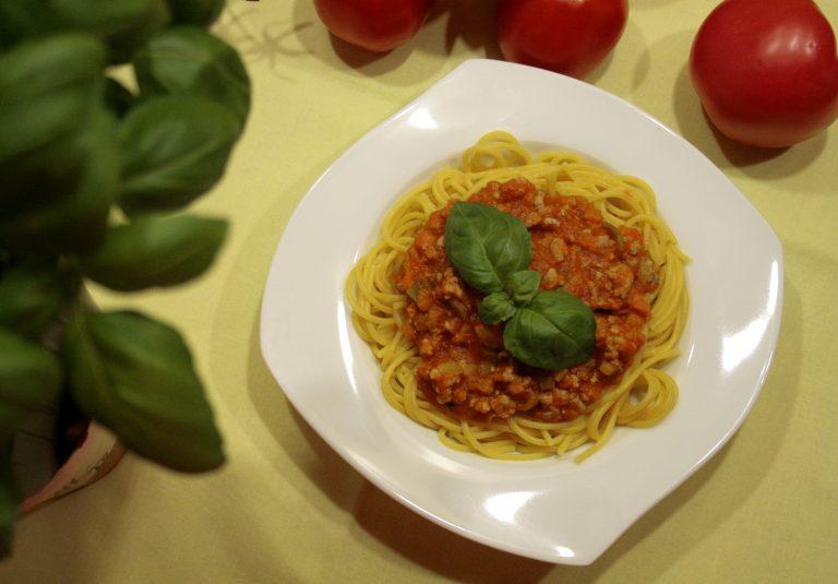 Bolognese w sosie pomidorowym z marchewką