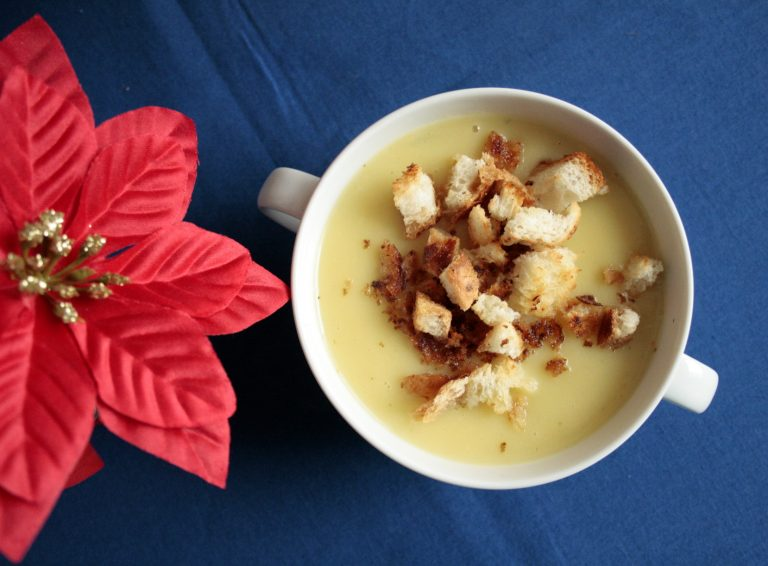 zupa krem porowo- ziemniaczana z grzankami