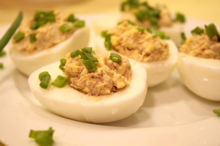 Jajko nadziewane tuńczykiem