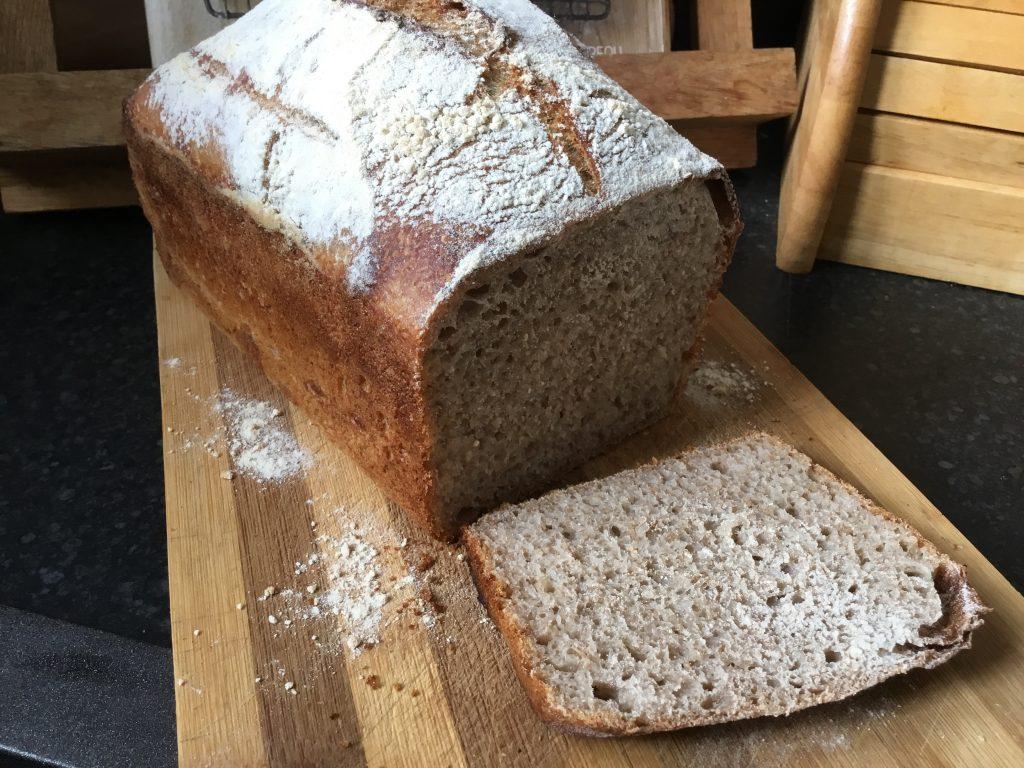 Chleb na zakwasie pokrojony